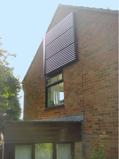 Wall mounted solar water heating
